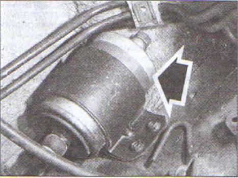 audi 80 b4 2.0 топливный фильтр где стоит