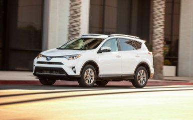 Новый Toyota RAV4 2016 — рестайлинг и гибрид