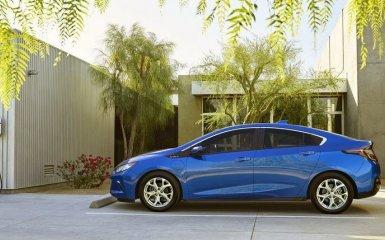 Новый гибрид Chevrolet Volt 2 представлен официально