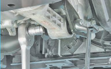 Замена подушек двигателя Hyundai Solaris (RB), 2010 - 2017 г.в.