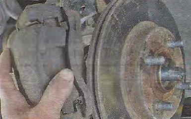 Замена передних тормозных дисков Geely МК / МК Cross
