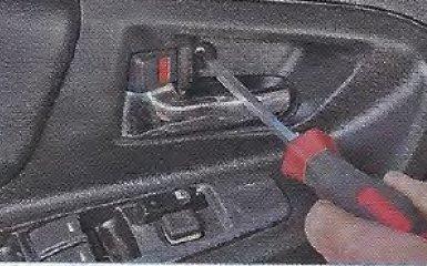 Снятие и установка обивки передней двери Geely МК / МК Cross
