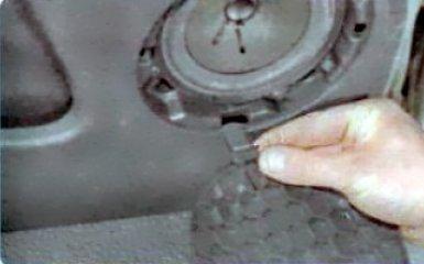Снятие обшивки передней двери Renault Duster