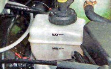 Прокачка гидропривода сцепления Renault Duster, 2010 - 2015 г.в.