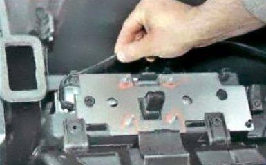 Снятие и установка подушки безопасности переднего пассажира Renault Duster, 2010 - 2015 г.в.