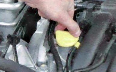 Замена масла в двигателе и масляного фильтра Renault Duster, 2010 - 2015 г.в.