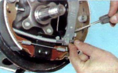 Замена задних тормозных колодок Renault Duster