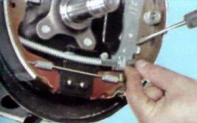 Замена тросов ручника Рено Дастер, 2010 - 2015 г.в.