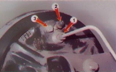 Замена заднего тормозного цилиндра на Renault Logan 2