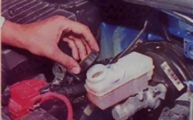 Замена главного тормозного цилиндра на Renault Logan 2