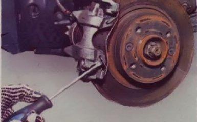 Замена передних тормозных колодок на Renault Logan 2