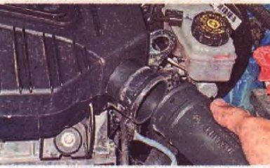 Замена воздушного фильтра Renault Logan 2