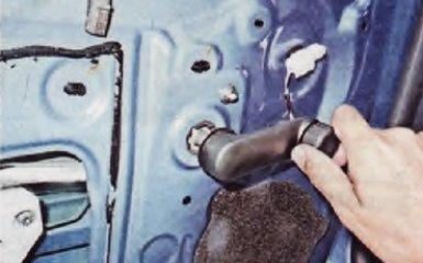 Замена стекла задней двери на Renault Logan 2