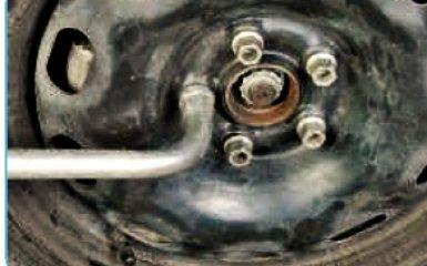 Замена передних амортизаторов на Фольксваген Поло седан