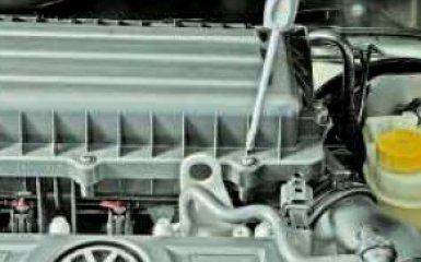 Замена воздушного фильтра и воздухозаборника Volkswagen Polo V
