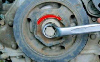 Установка поршня первого цилиндра в положение ВМТ Honda Civic 4D/5D 1.8 (R18A1), 2006 - 2012 г.в.