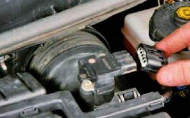 Замена воздушного фильтра Honda Civic 4D/5D 1.8 (R18A1), 2006 - 2012 г.в.