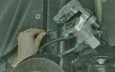 Замена задних тормозных дисков Ford Focus 3