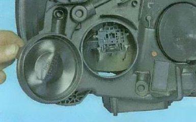 Замена ламп ближнего и дальнего света Ford Focus 3