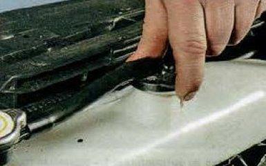 Снятие и замена расширительного бачка Mazda 6 (GH), 2007 - 2012 г.в.