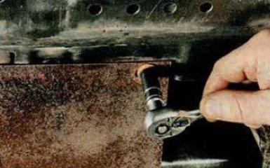 Снятие брызговика и защиты картера двигателя Mazda 6 (GH), 2007 - 2012 г.в.