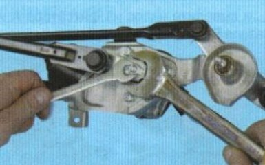 Замена моторчика омывателя Kia Rio 3