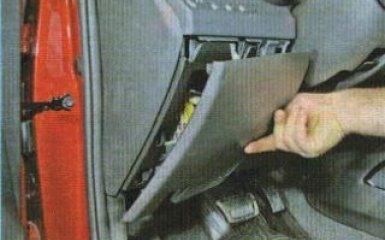 Замена регулятора света фар Kia Rio 3