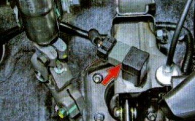 Замена выключателя стоп-сигнала Kia Rio 3