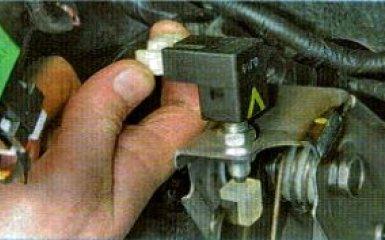 Датчик педали сцепления Kia Rio 3: снятие и замена