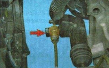 Замена рабочего цилиндра сцепления Kia Rio 3