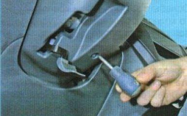 Замена кожуха рулевой колонки Kia Rio 3