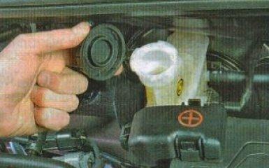 Замена бачка главного тормозного цилиндра KIA Rio 3