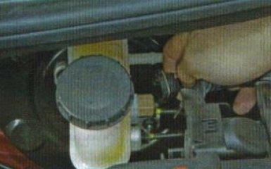 Замена главного тормозного цилиндра KIA Rio 3