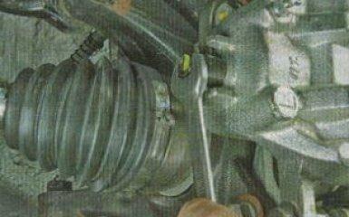 Замена переднего тормозного суппорта KIA Rio 3