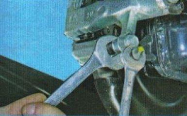 Замена задних тормозных колодок KIA Rio 3