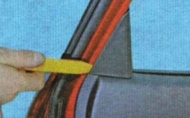 Обшивка задней двери Kia Rio 3: снятие и замена