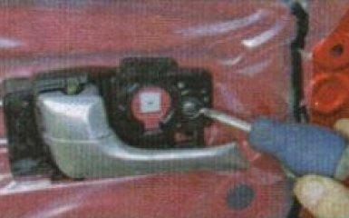 Внутренняя ручка задней двери Kia Rio 3: снятие и замена