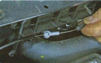 Привод замка капота Kia Rio 3: снятие и замена