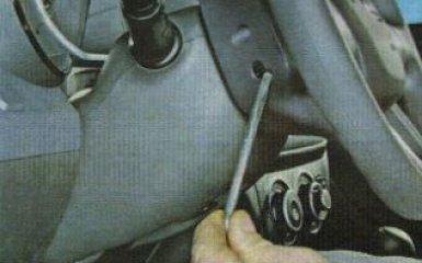 Снятие подушки безопасности водителя Kia Rio 3, 2011 - 2017 г.в.