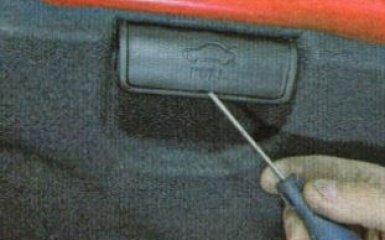 Снятие обшивки крышки багажника Kia Rio 3