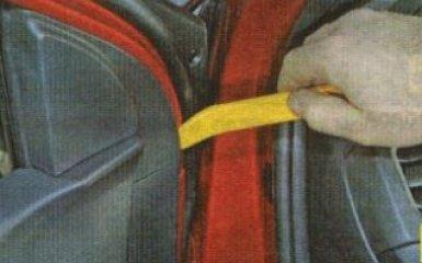 Снятие обшивки передней двери Kia Rio 3