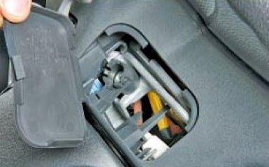 Снятие подушки безопасности водителя Toyota Corolla (Е150)