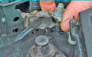 Замена свечей зажигания Toyota Corolla (Е150)
