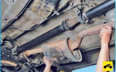 Снятие дополнительного глушителя Hyundai Santa Fe (CM), 2006 - 2012