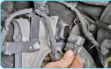 Снятие дроссельного узла Hyundai Santa Fe (CM), 2006 - 2012