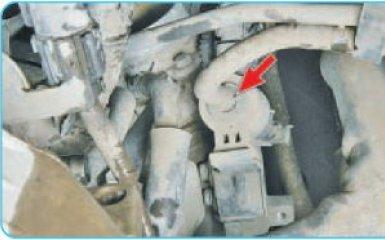 Снятие клапана адсорбера Hyundai Santa Fe (CM), 2006 - 2012