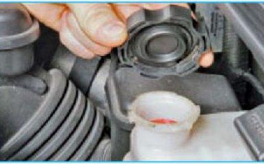 Замена главного цилиндра сцепления Hyundai Santa Fe (CM), 2006 - 2012