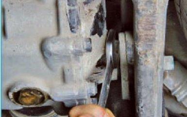 Замена масла в заднем редукторе Hyundai Santa Fe 2 (CM), 2006 - 2012