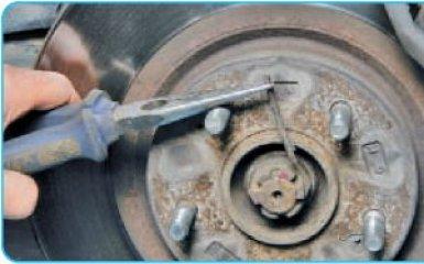 Снятие поворотного кулака Hyundai Santa Fe 2 (CM), 2006 - 2012