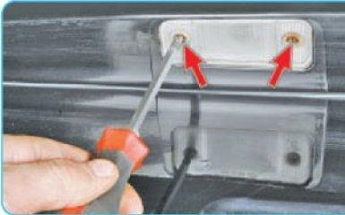 Замена фонарей освещения номерного знака Hyundai Santa Fe (CM), 2006 - 2012